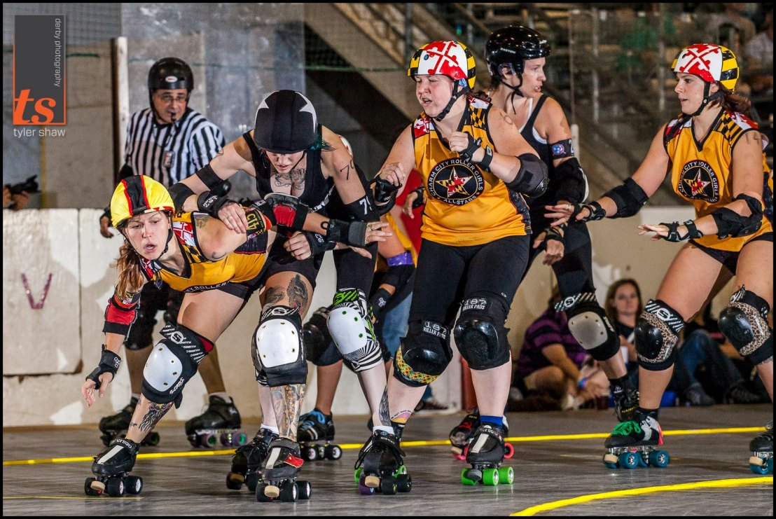Holly Go Hardly uses her assest, Hittsburgh is coming up to help. Photo by Tyler Shaw